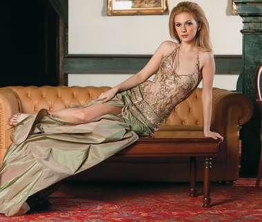 Adela Popescu in sandale