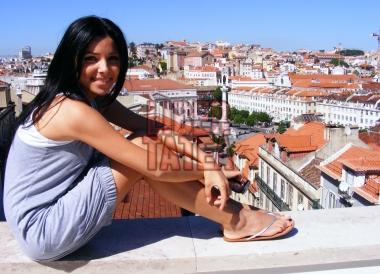 Corina Caragea in flip-flops