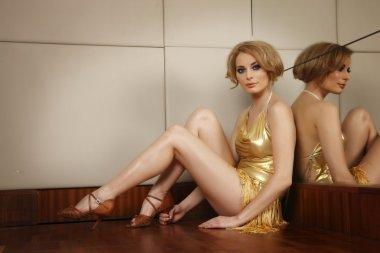 Laura Cosoi in pantofi