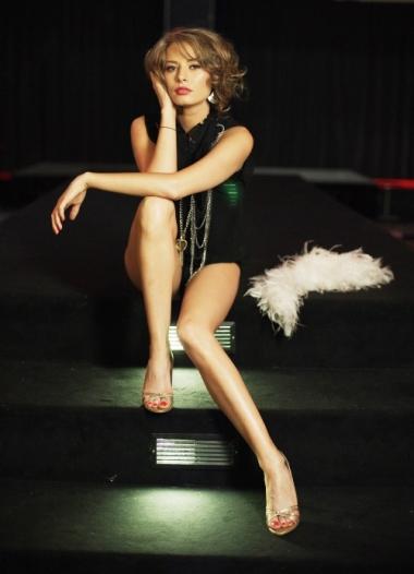Laura Cosoi in sandale