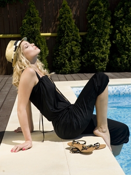 Valentina Pelinel in picioarele goale