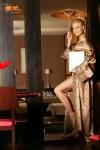 Cristina Rus in picioarele goale