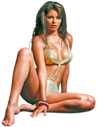 Ileana Lazariuc in picioarele goale
