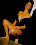 Ramona Badescu in picioarele goale