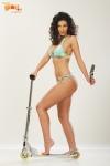 Ioana Ghinghina cu picioarele goale